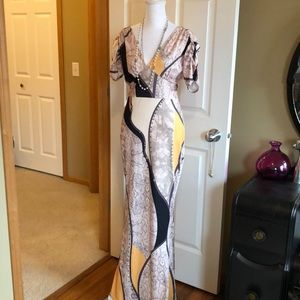 Lovely maxi dress with ruched sleeves